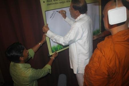 Mr.Maithreepala Sirisena signing the epledge
